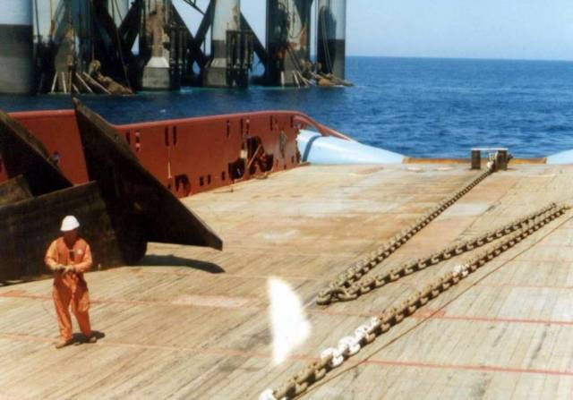 Anchor handling off Israel, possinly Atwood Hunter or Atwood Eagle in the  background. Maersk Detector was the AHT, very possibly allatsea driving at the time of the photo.