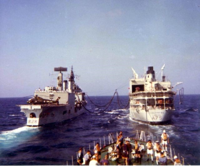 Tiger class cruiser refuelling from Tidespring. Je suis a bateau de Tidespring chap.