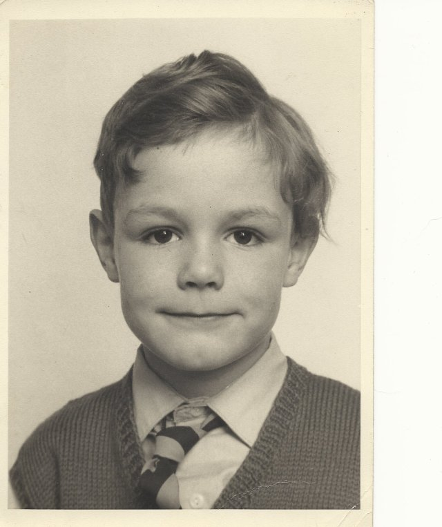 Aged 6 at Wrotham Road School, already the matinee idol good looks showing.....to the trained eye.
