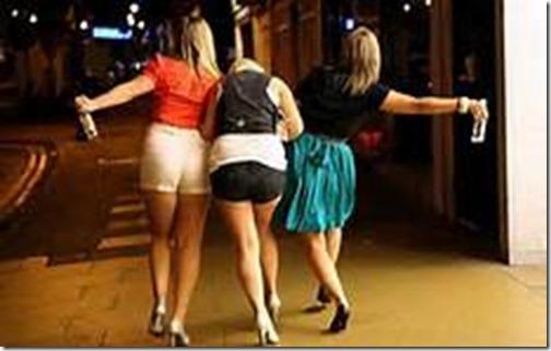3 drunk girls